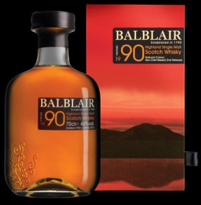 1990_Black_background_whisky_detail